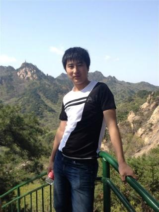 男生在风景照片